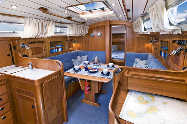 http://www.scancharter.com/wp-content/uploads/boats/9837_HR342saloon1[1].jpg